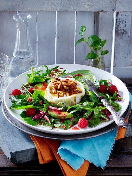Gebackener Honigziegenkäse auf Salat - Rezept (Grillen, Süß, Käse, Ziegenkäse, Gesund, Vegetarisch, Veggie, Salat, Sommer, Gemischter, Ideen, Einfach, Vegetarische Rezepte, Schnelle Salate, Grüner, frisch, zum Grillen, Dressing, Kochhaus)