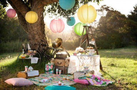 Retro picnic place for the sunny summer days. #retro #picnic #balloon #bike #cupcake