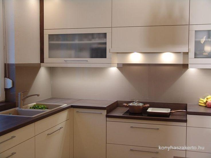 A Konyhaszakértő ismét látványosan alakított át egy régi konyhát, melyet a videóban tekinthettek meg. A régi, kényelmetlen és nem túl esztétikus...