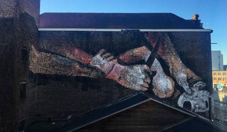 De Brusselse burgemeester Yvan Mayeur (PS) – die eerder al een muurtekening van een penis, een anus en een penetratie zag verschijnen in zijn stad – wil de tekening het liefst zo snel mogelijk laten verwijderen.