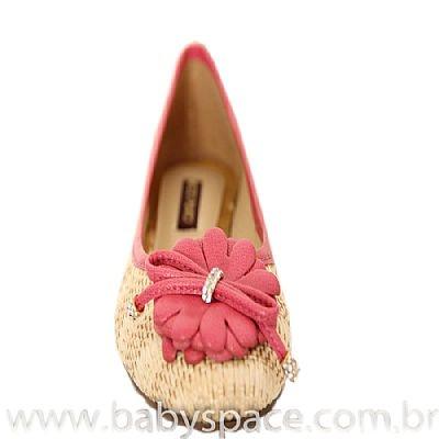 Sapatilha Natural - Mezzo Punto  Sapatilha em palha com forro em couro liso cor natural.  Contraforte recoberto em couro rosa.  Laço em couro rosa com metais cravejados com cristal.  Solado de borracha.  A Mezzo Punto é uma marca de calçados femininos de altíssima qualidade e sofisticação. Sua linha é ideal para gestantes e recém mamães, pois os sapatos são produzidos com couros e materiais extremamente flexíveis para poder calçar confortavelmente os pés das gestantes e das mamães.