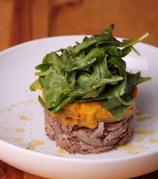 Parmentier de canard confit, purée de pommes de terre douces aux oignons caramélisés et romarin, réduction de Porto, salade verte | Recettes de Cuisine | Ateliers & Saveurs