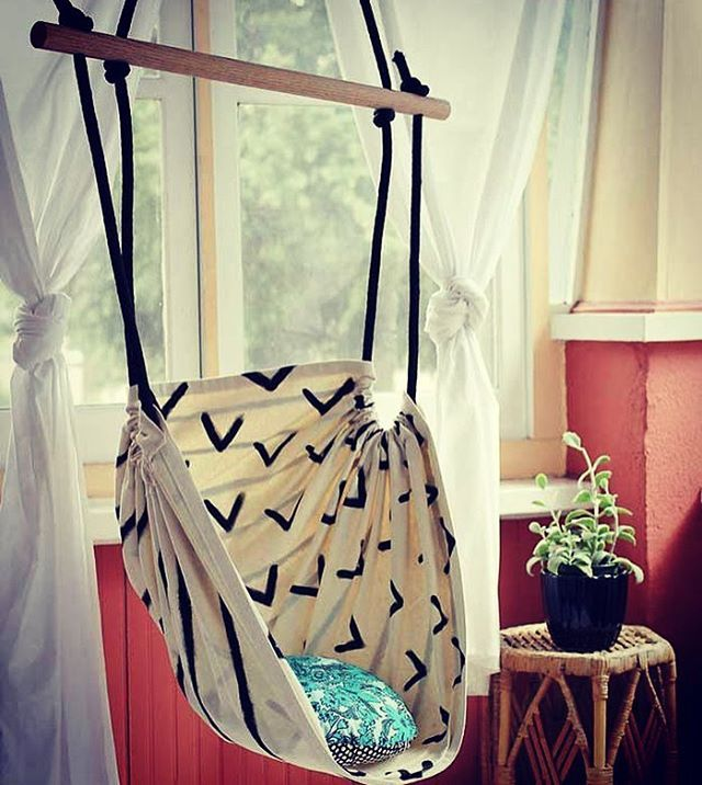 This DIY Hammock chair + many other ideas for decorating on the cheap