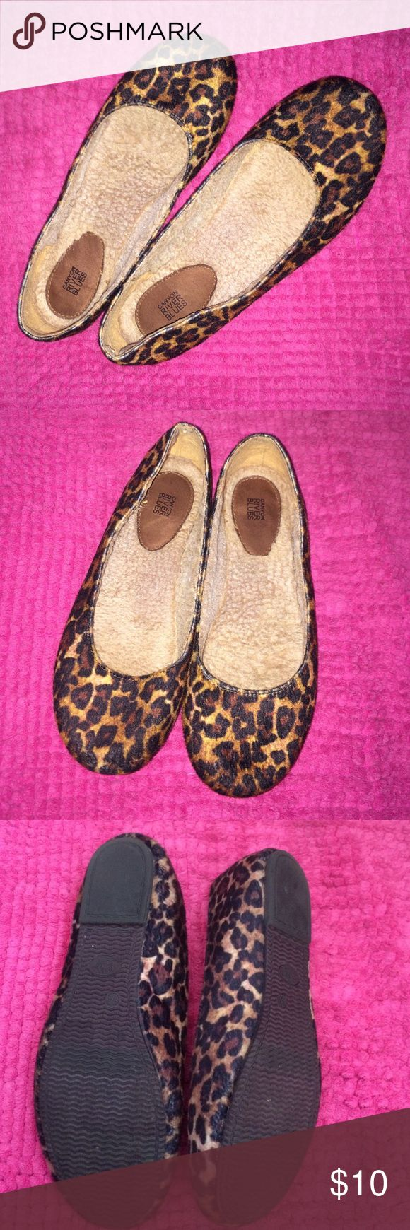 ✨ EUC cheetah flats✨ Soft material cheetah flats! Lined inside with faux fur! Size 6.5! Shoes Flats & Loafers
