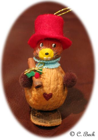 3 ideas with walnuts for Christmas ornaments.  How cute!