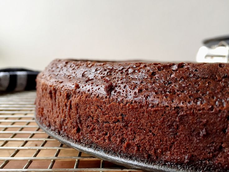 Flourless chocolate cake out of the oven, by @dvsbia001