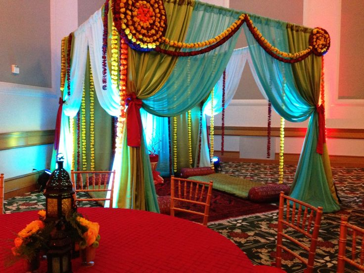Sangeet tent at the Dolce Hayes Mansion