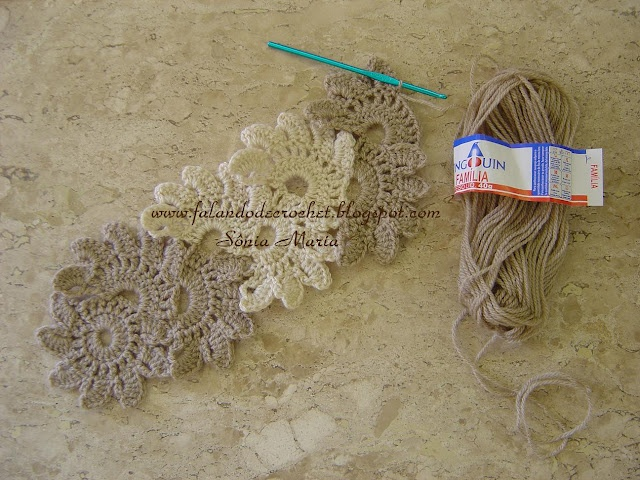 scarf crochet flowers http://translate.google.com/translate?hl=en=pt=en=http%3A%2F%2Ffalandodecrochet.blogspot.com%2F
