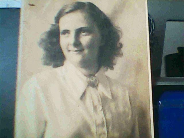 Minha mãe Iris Kampmann Semljanos. Formou-se em Enfermagem pediátrica durante a II Guerra Mundial na Alemanha