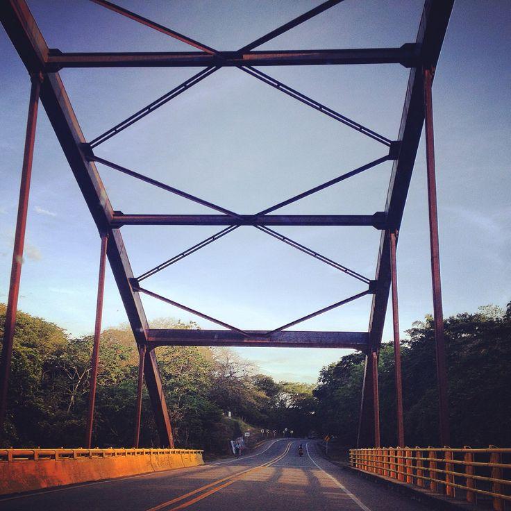 Puente entre Armero y Guayabal Tolima