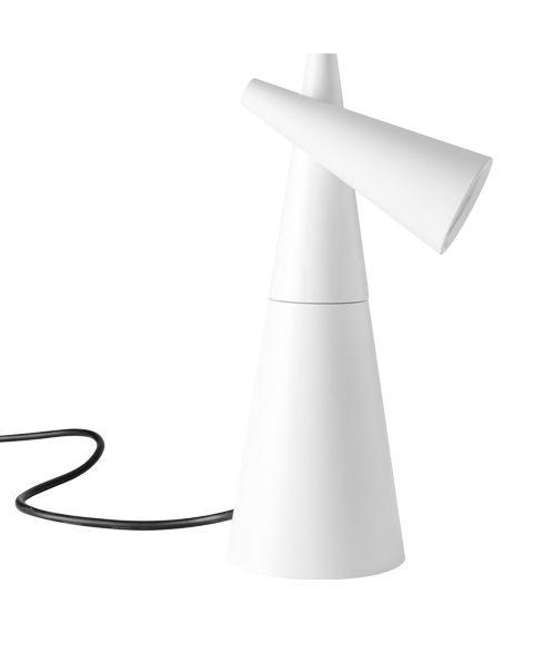 Jetzt bei Desigano.com Cornet LED Tischleuchte Leuchten, Tischleuchten von Estiluz ab Euro 322,00 € https://www.desigano.com/tischleuchten/3361-cornet-led-tischleuchte-estiluz.html Cornet LED Metalltischleuchte mit konischem,einstellbarem Kopf und drehbarem Fuß.An/Aus Schnurschalter.