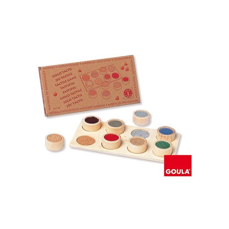 Gioco tattile Goula: un gioco di riconoscimento tattile e visivo, l'obiettivo per il bambino è quello di sistemare i cilindri nel posto giusto usando tatto e vista.