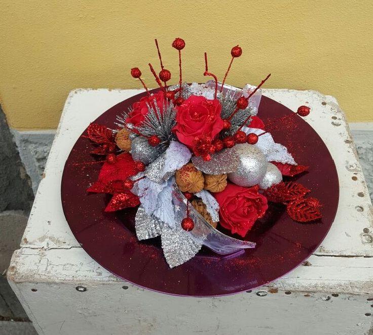 centrotavola natalizio rosso e argento