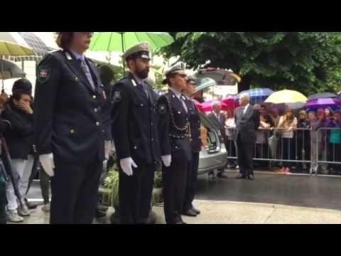 VIDEO: un applauso ha accolto l'arrivo del feretro di Buonanno | Notizia Oggi