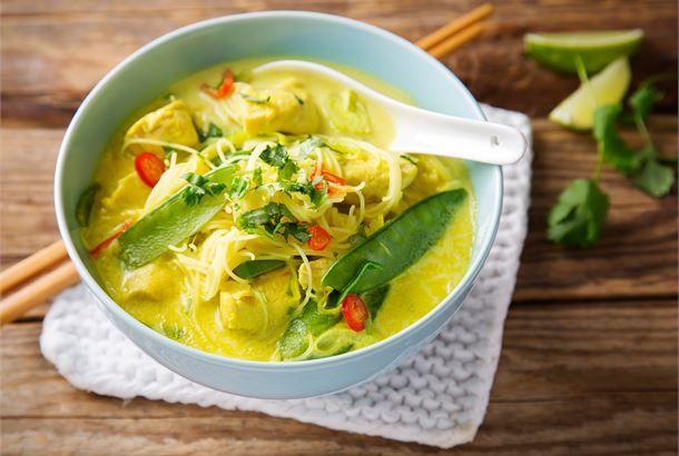 Kanalaksa Laksa tarkoittaa liemevää, keiton tapaan nautittavaa aasialaista ruokaa. Sen peruselementtinä ovat nuudelit, kasvikset ja liha, kala ja/tai äyriäiset sekä aasialaiset mausteet.  http://www.valio.fi/reseptit/kanalaksa/ #resepti #ruoka