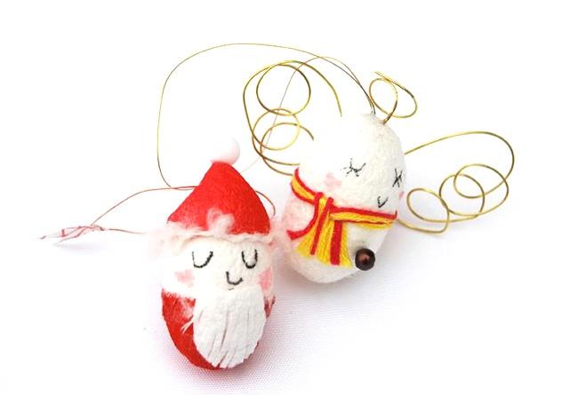 【南三陸町 まゆ細工】南三陸町 戸倉地区「水戸辺仮設住宅自治会有志」のお母さん方が作るまゆ細工。このまゆ細工は、いろんなデザインがあり、上記の写真は、クリスマスシーズンにぴったりなサンタと天使のクリスマスオーナメントです。(サイズ:約6cm程度・天使 ¥600/サンタ ¥300)  http://no-b.net/yoko/tohoku/1124.html
