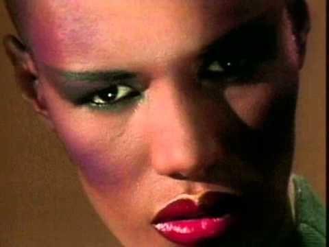 Grace Jones - I've Seen That Face Before (Libertango) - y a t'il quelqu'un au-dessus de Grace Jones ?