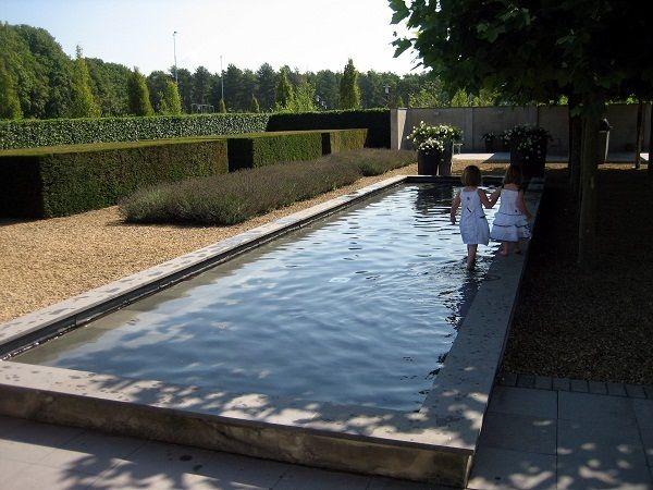 shallow raised contemporary water feature - Impressies van de moderne tuinen van Dick Beijer | STUDIO VOOR TUINKUNST