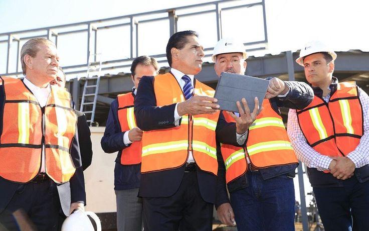 El gobernador Silvano Aureoles supervisó hoy los trabajos de edificación de este complejo, el cual se construye en Morelia y registra un avance físico del 40%; el complejo se edifica ...