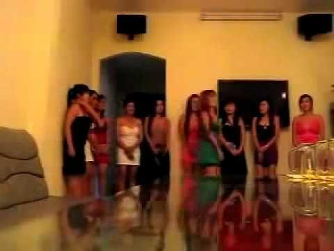 Quay lén gái Việt trong quán karaoke ôm tại SG