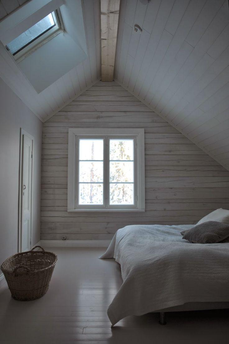 P ö m p e l i: Ullakkohuoneen master bedroom