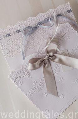 Προσκλητήρια Γάμου: Λευκά προσκλητήρια με σχέδιο δαντέλας