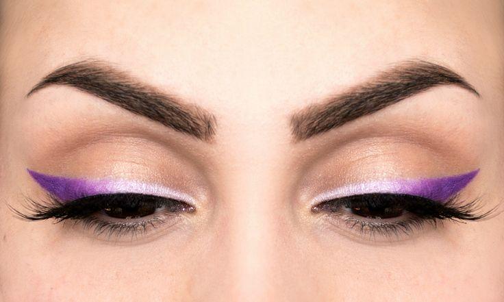 Trucco occhi con eyeliner viola degradé - https://www.beautydea.it/trucco-occhi-eyeliner-viola-degrade/ - Tutorial step by step per creare un trucco occhi con eyeliner colorato effetto ombrè viola, davvero semplice da realizzare e di grandissimo effetto!
