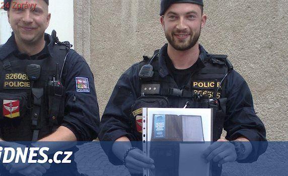 Falešný italský policista okradl seniorku v Hradci, peníze prohrál