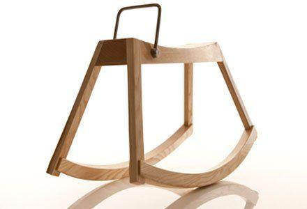 Caballo de madera de diseño para niños