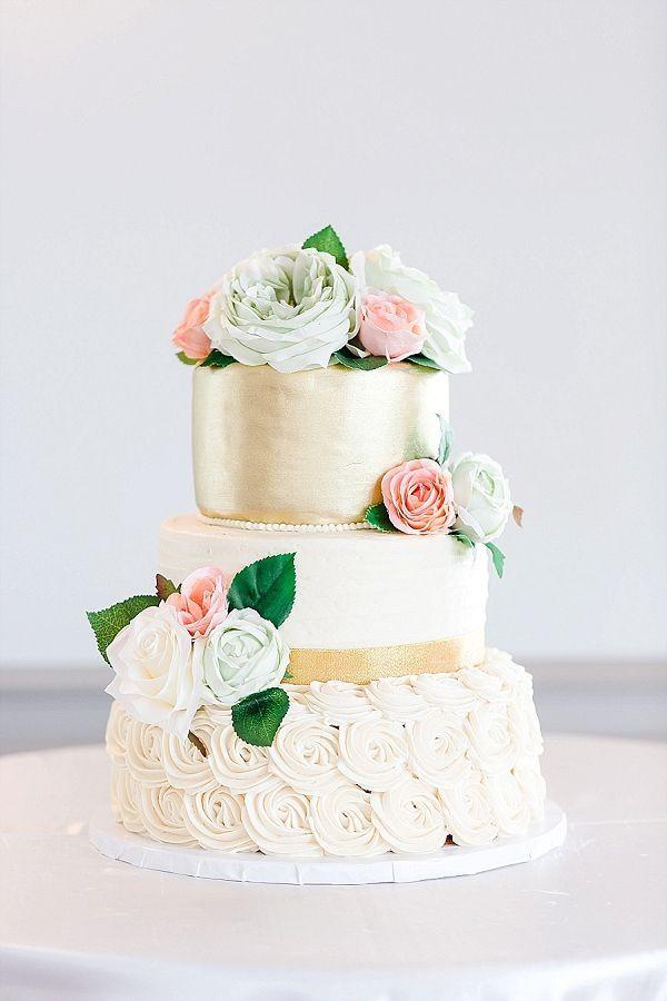 Pretty Gold Wedding Cake    #wedding #weddingideas #aislesociety #diywedding #classicwedding
