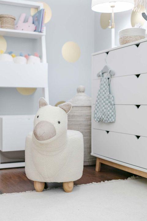 Risto Mejide y Laura Escanes: La habitación de Roma su primer bebé Relax, Table, Furniture, Home Decor, First Baby, Wall Mirrors, Houses, Decoration Home, Room Decor