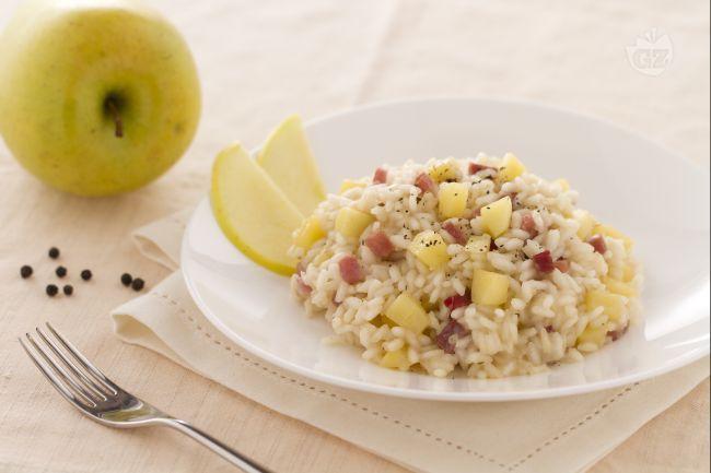 Il risotto alle mele e speck è un gustoso ed originale primo piatto preparato…