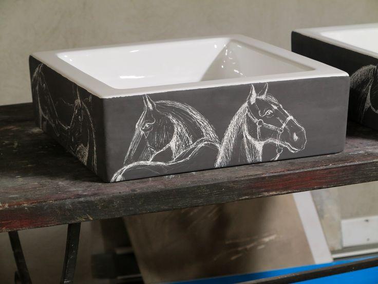 Cai. Lavoar din portelan, decorat prin gravare, culori de fuziune 1200 grade