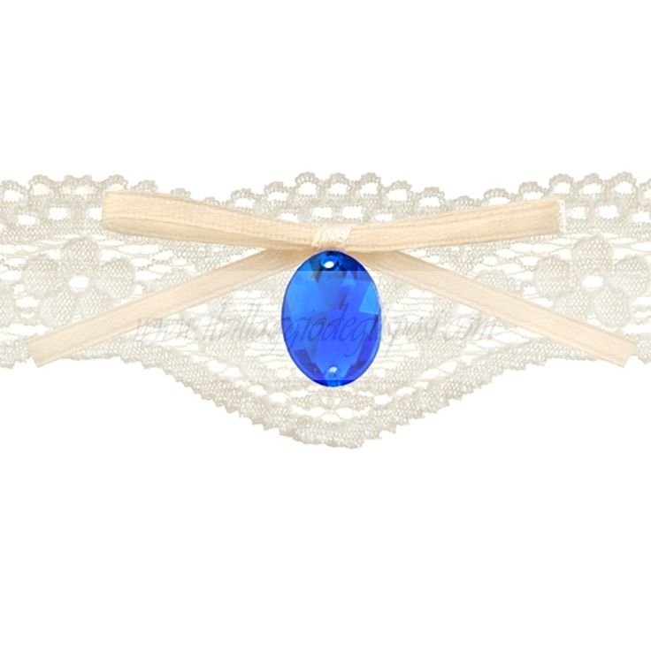 Romantica giarrettiera in pizzo con un diamantino blu e fiocco color avorio. In vendita su: www.ilvillaggiodeglisposi.com  Romantic lace garter whit blu little diamond and ivory ribbon. In stock: www.ivillaggiodeglisposi.com