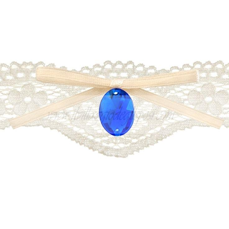 Romantica giarrettiera in pizzo con un diamantino blu e fiocco color avorio. In vendita su: www.ilvillaggiodeglisposi.com  Romantic lace garter whit blu little diamond and ivory ribbon. In stock: www.ivillaggiodeglisposi.com