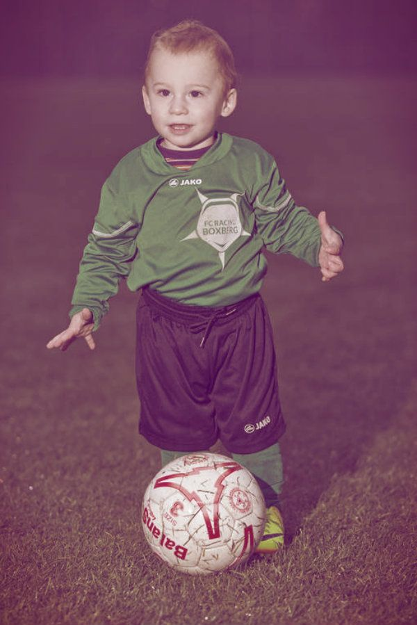 Bryce, il calciatore più giovane del mondo: ha solo 20 mesi ed è un professionista!  http://tuttacronaca.wordpress.com/2013/11/30/bryce-il-calciatore-piu-giovane-del-mondo-ha-solo-20-mesi-ed-e-un-professionista/