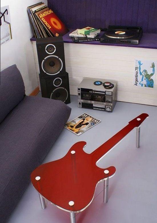 Möbeldesign Tisch Gitarre rot