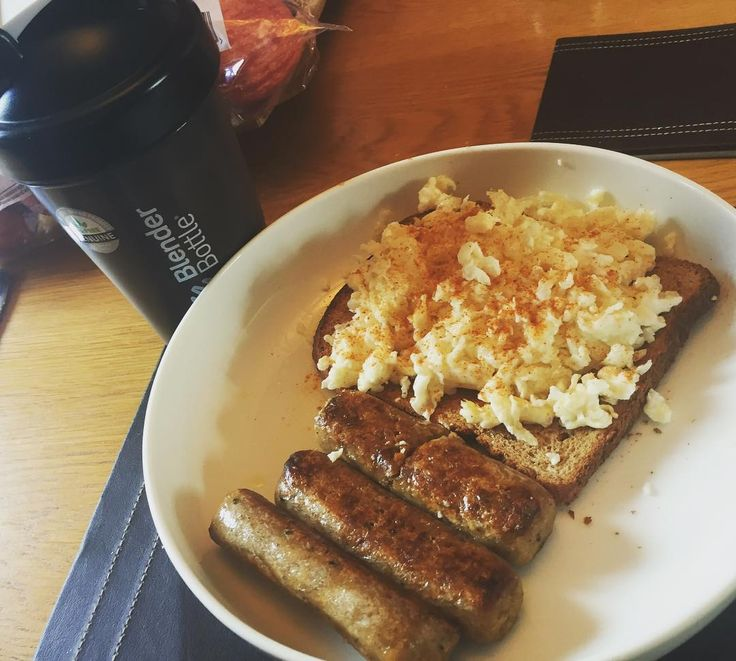 //Post Workout Meal// 620Cal / 54C / 11F / 67P / Quorn  Egg Whites Toast and a Shake. #fitness #breakfast #IF #intermittentfasting #tasty by fitmash