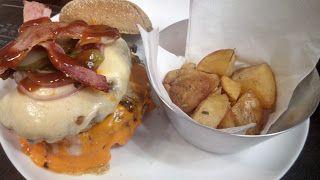 Mais um dia se passa, e mais um dia de fome chega, e hoje é mais um dia de dúvida? Então sua fome irá acabar! Hoje apresento o Double Towered Burger do Tipo Prime, um lanche grande, com muita carne e muito sabor, incluindo ótimos acompanhamentos! Ficou curioso? Leia mais uma das minhas críticas e aproveite para seguir o Diário Gastronômico do XinGourmet (y)  #XinGourmet #OnGoogleMaps #GuiasLocais #LocalGuides #TipoPrime #Double #Towered #Burger #Blends #Especiais #pão #australiano…