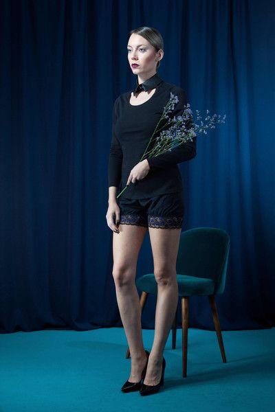 Longsleeve aus Bio-Baumwolle mit Kunstlederkragen - fair fashion von House of Wolf! Faire Mode aus Deutschland, fair produzierte mode aus Deutschland, elegante faire mode, faire grüne mode