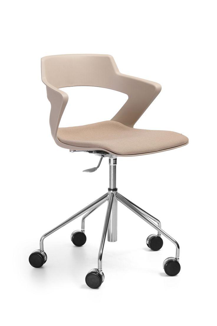 Sky_line zachwyca od pierwszego spojrzenia. Dynamiczna i ostra forma przełamuje formę klasycznego krzesła. Łączy starannie wyważone proporcje siedziska, przemyślane detale konstrukcji z szeroką gamą kolorów i faktur. Sky_line to kompozycja wygody użytkowania z dodatkiem nowoczesnego designu i odwagi projektanta. #bejot #lobos #krzesło #biuro #meblebiurowe #meble #furniture #work #design #chair #wnętrza