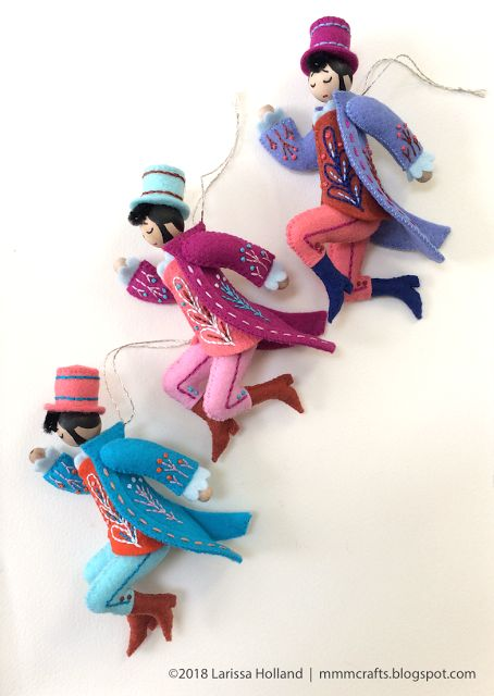 mmmcrafts - Fave part - his movable jointed legs. Lord a-Leaping pattern is now available.