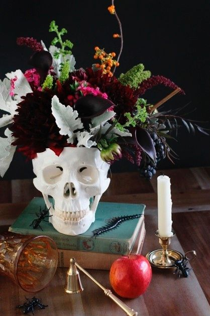 5 Steps To A Perfectly Chic Halloween Soiree | Decorist Blog | see more at: https://www.decorist.com/blog/5-steps-to-a-perfectly-chic-halloween-soiree/