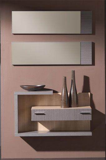 Dé la bienvenida a sus visitas con este magnífico recibidor en un atractivo estilo moderno y contemporáneo, que se compone de un mueble con cajón de diseño minimalista y un original espejo en dos piezas. Disponible en dos combinaciones de colores: ceniza/xacobeo y wengué/xacobeo.