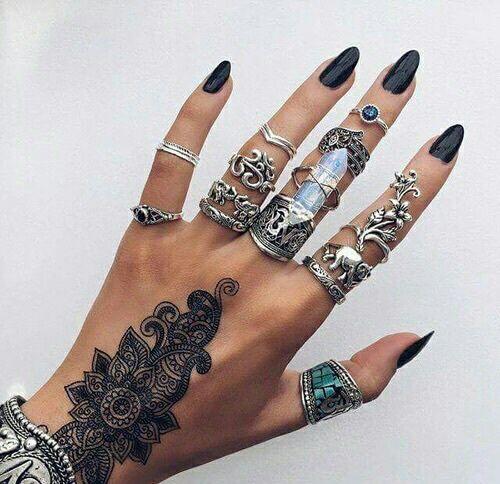 grafika nails, tattoo, and rings