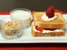 Receta de Cómo hacer sándwiches de fruta | Si quieres aprender recetas de sándwiches originales y diferentes, te comparto mi secreto para saber cómo hacer sándwiches de fruta fresca. Puedes prepararlos en el lunch, o como desayuno.
