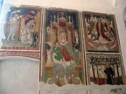 Chiesa di San Vigilio - Pinzolo - interno della chiesa - Sulla parete di prolungamento della chiesa verso il campanile si trovano alcuni affreschi di Angelo Baschenis (1450-1490) raffiguranti quattro apparizioni di Cristo dopo la morte ed una Madonna in trono.
