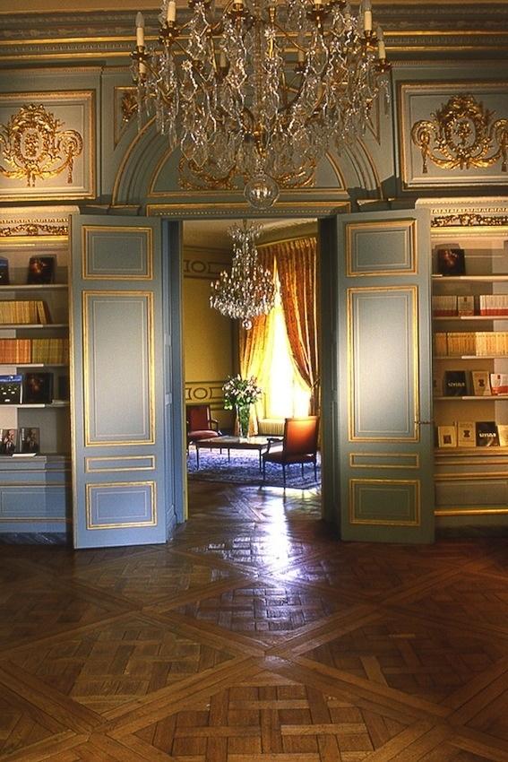 Oltre 25 fantastiche idee su arredamento antico su for Case francesi arredamento