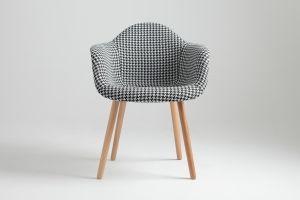 Krzesło KT (054B) Cena: 739 zł nordicdecoration.com Siedzisko: tkanina Podstawa: drewno Szerokość: 62 cm Głębokość: 44 cm Wysokość: 80/s.47 cm