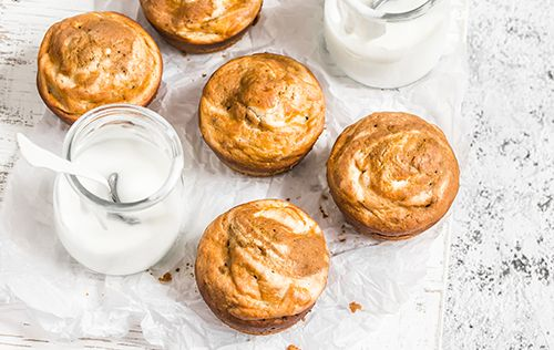 Croustillants à l'extérieur, moelleux à l'intérieur, ces muffins sont irrésistibles servis tièdes à l'heure de la collation.
